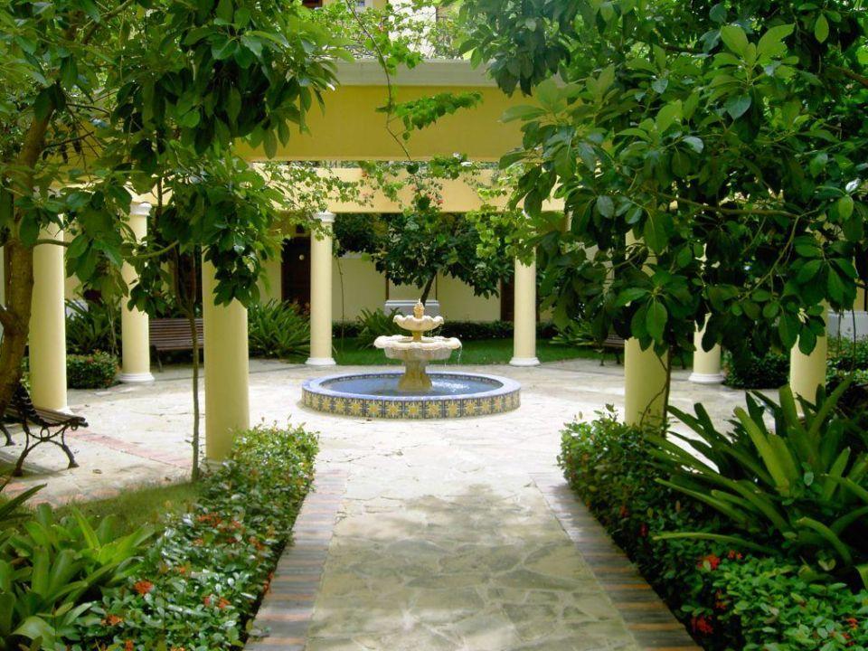 Innenhof IBEROSTAR Hotel Hacienda Dominicus