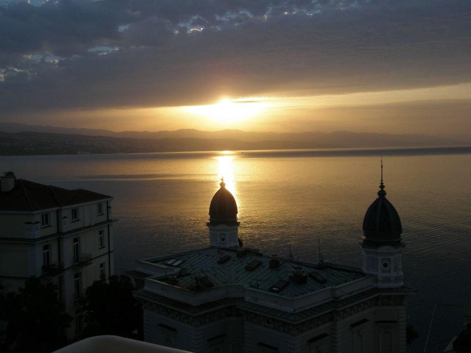Sonnenaufgang vom Hotelzimmer aus Hotel Astoria by OHM Group