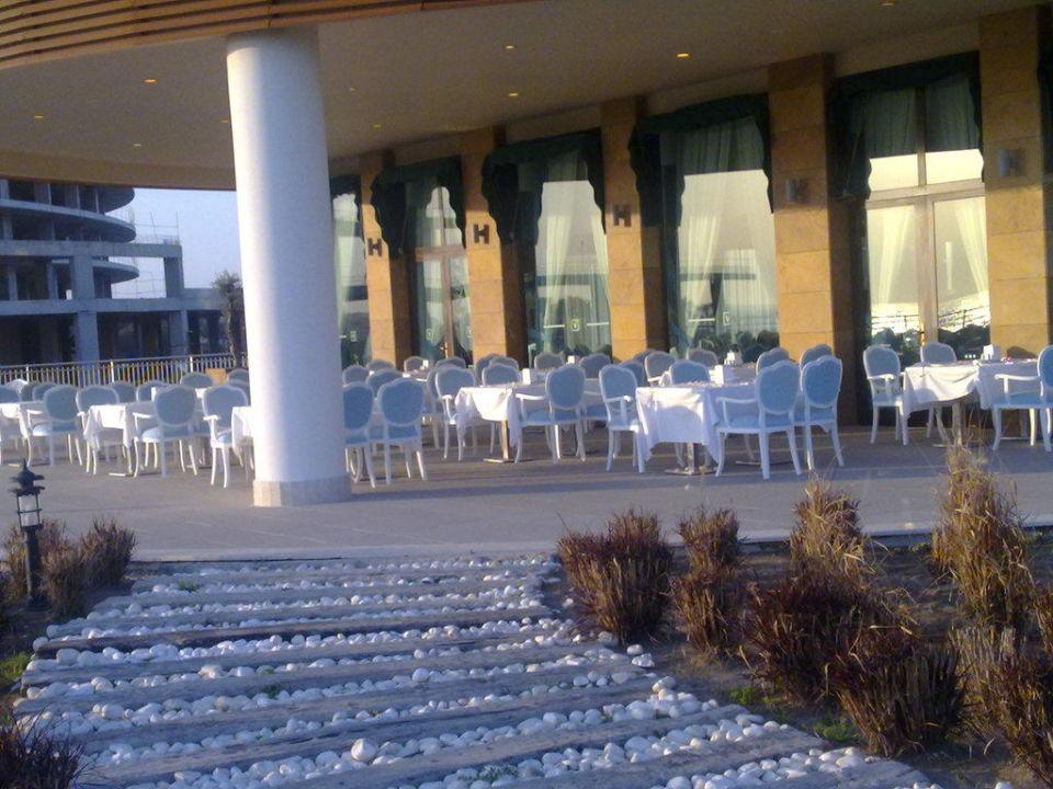 Blick auf die Außenanlage des Adult Restaurants Voyage Belek Golf & Spa