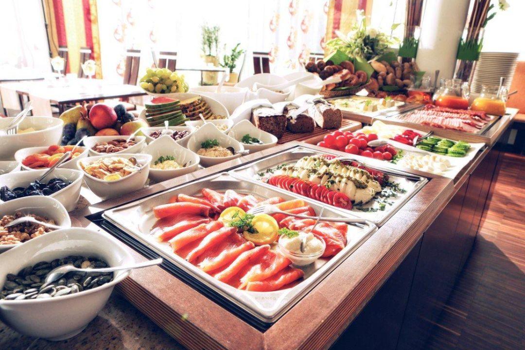 Bild gedeckter fr hst ckstisch zu hotel toscanina in bad for Designhotel 4 sterne