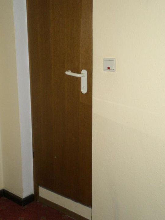 Tür zum Badezimmer\