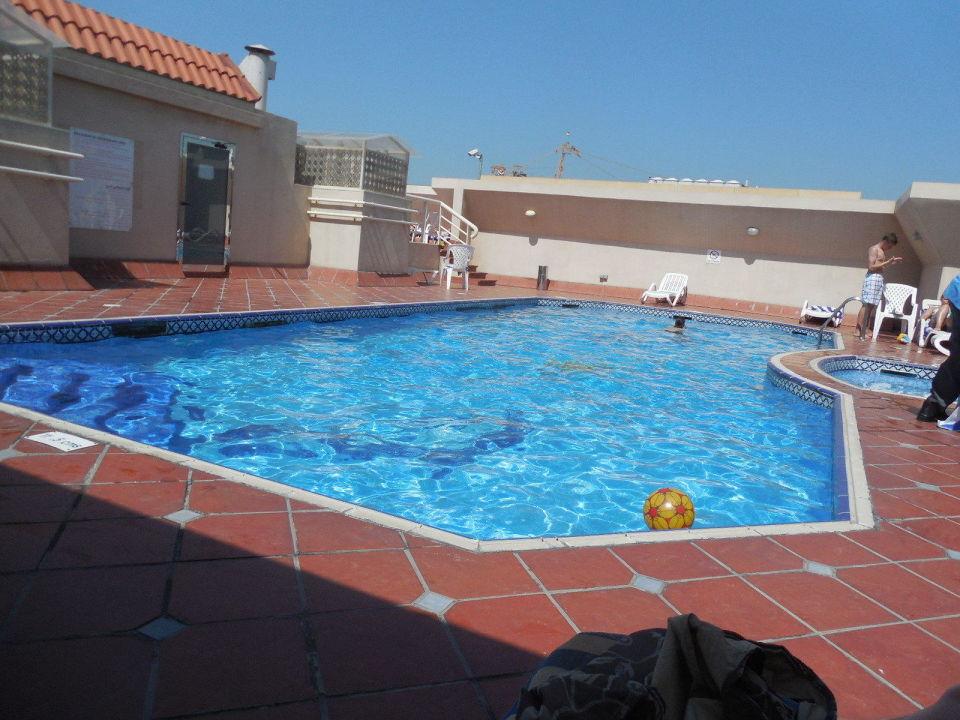 Pool auf dem Hoteldach Belvedere Court Hotel