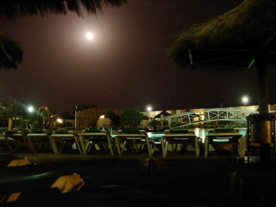 Vollmond am Pool SBH Monica Beach Resort