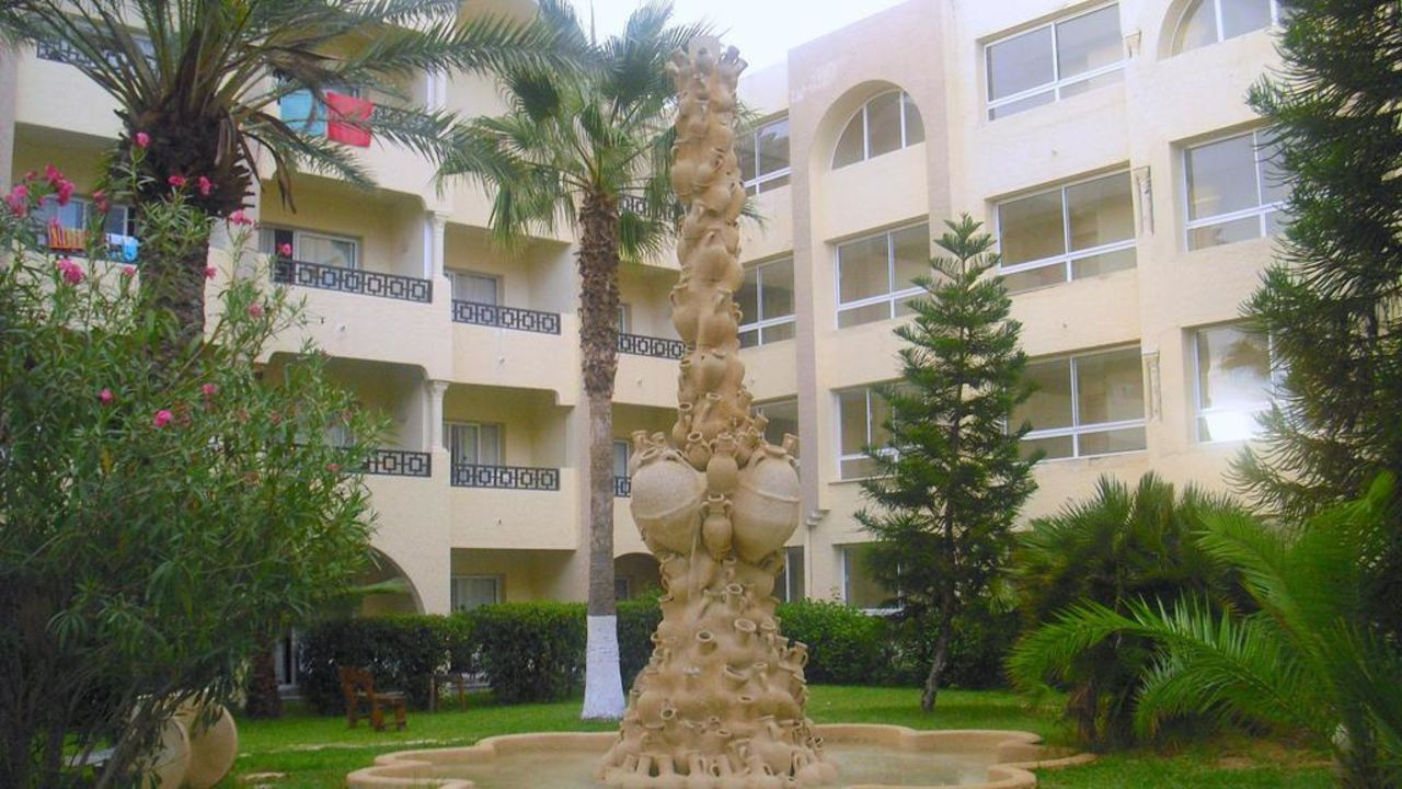 Brunnen im Garten Hotel Paradis Palace