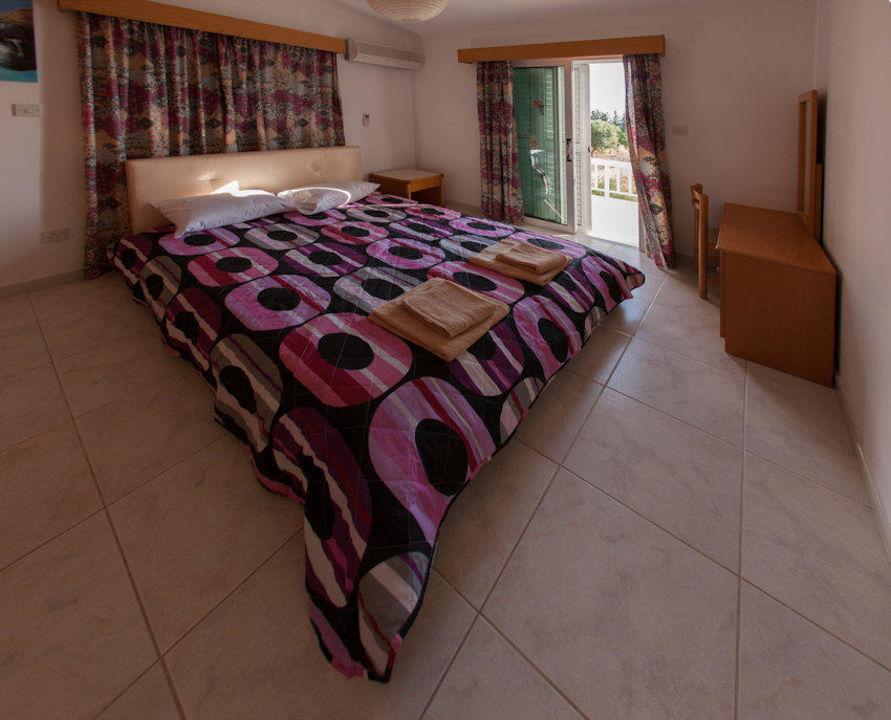 Duble bed upstairs Villa Laona