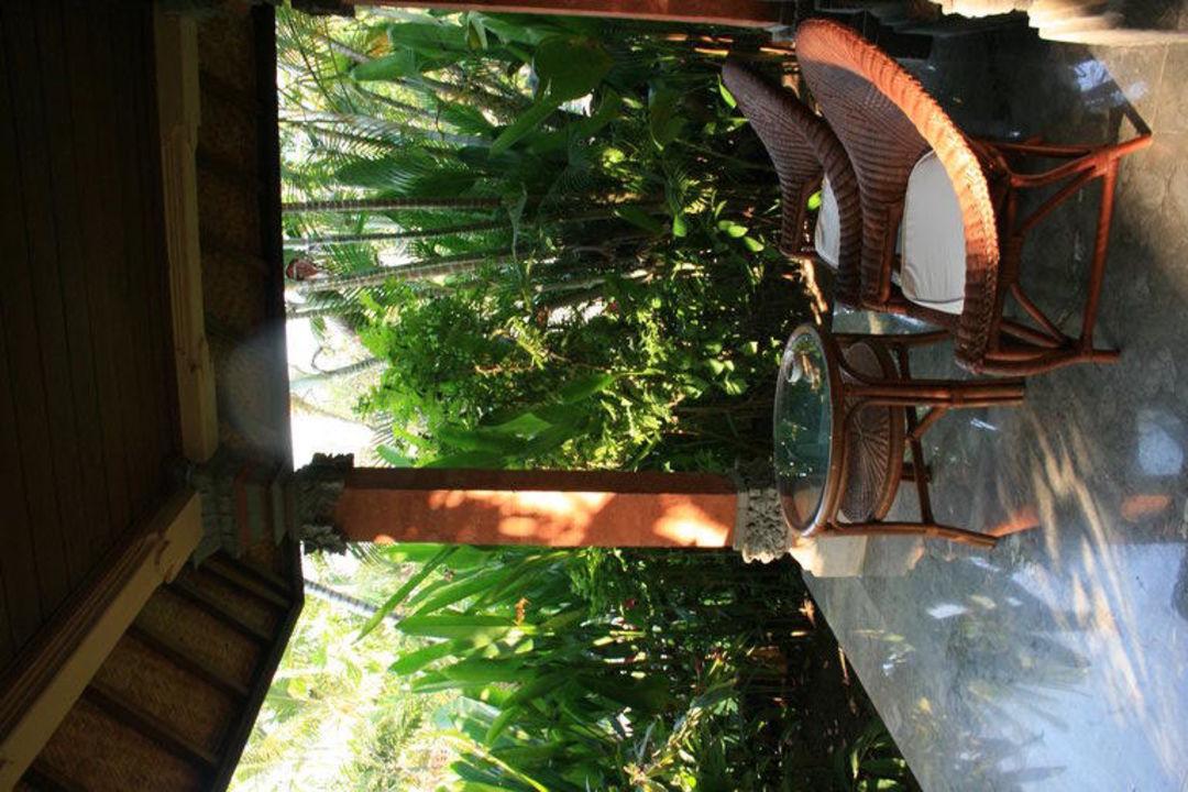 Terrasse vom Bungalow Hotel Puri Santrian