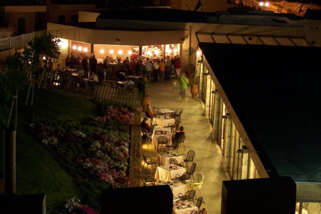 Meltemi Village Bar bei Nacht smartline Village Resort & Waterpark