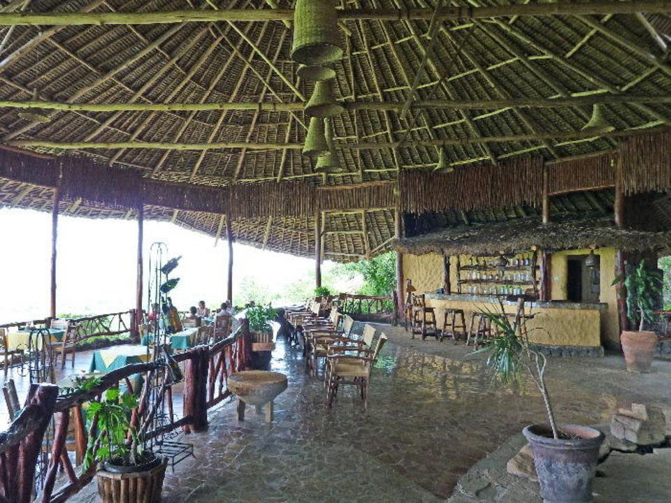Teilbereich des Hauptgebäudes mit Bar Rhino Valley Lodge