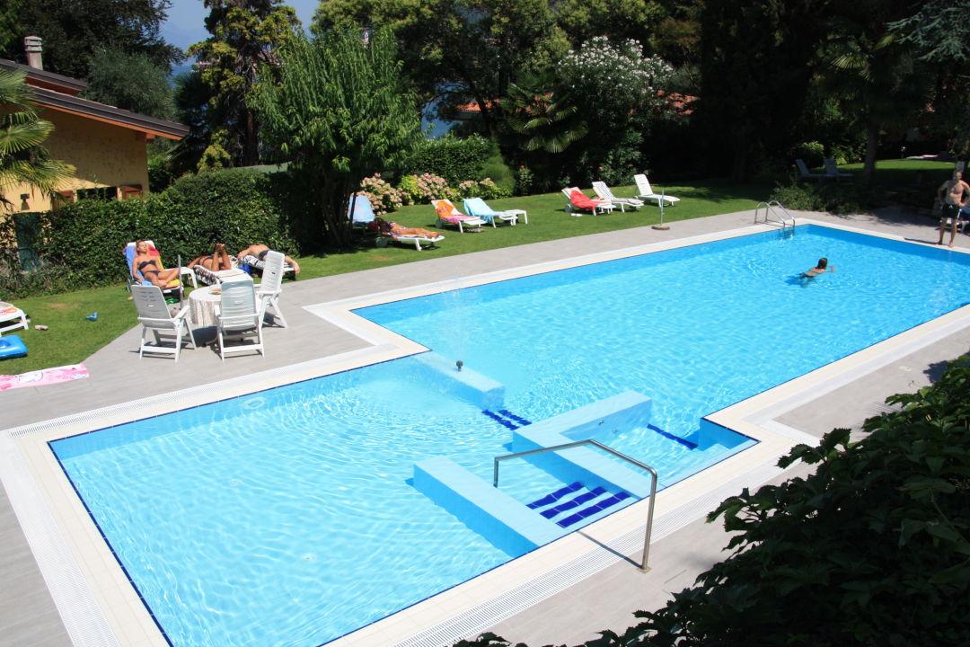 Pool in Parkanlage Villa Sopri