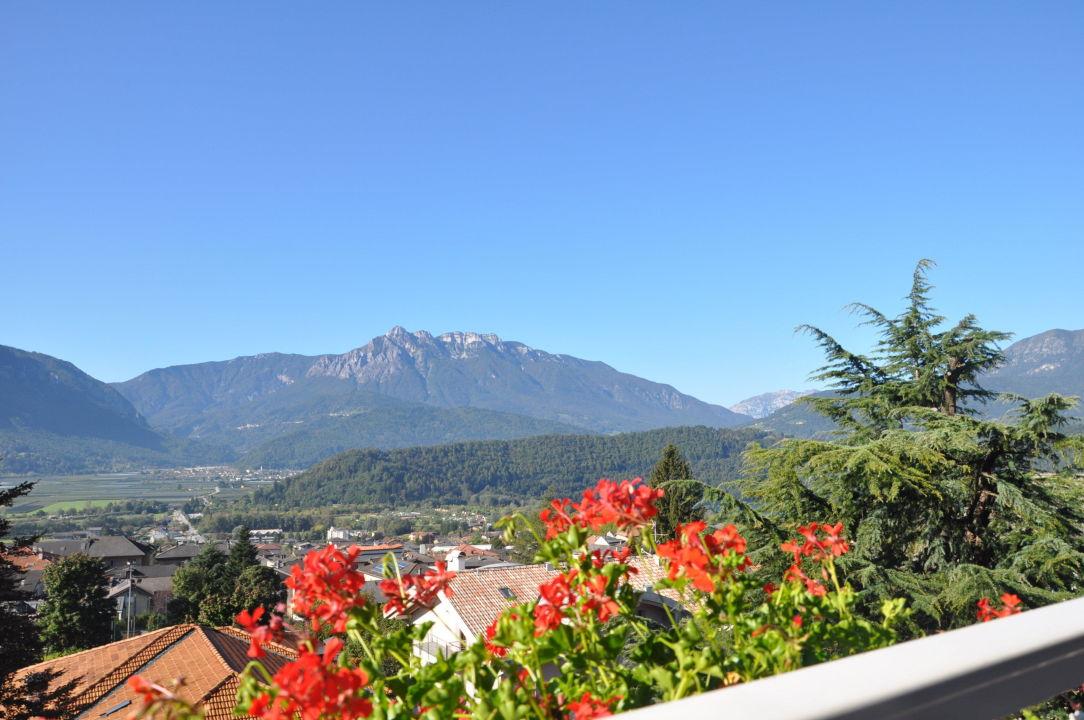 Vista dalle terrazze verso valle e lago Hotel Sandro