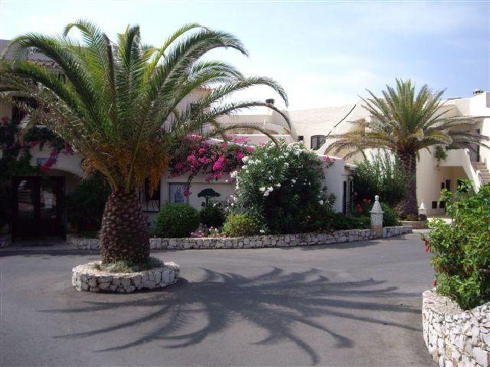Einfahrt Parkplatz und Rezeption Algar Seco Parque