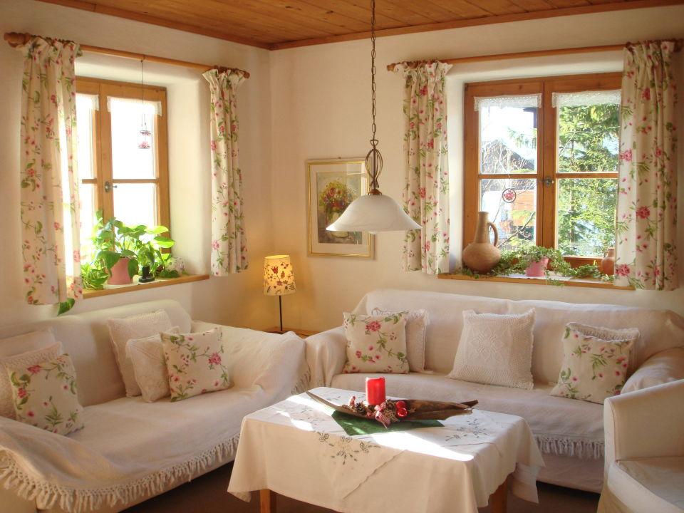 unser wohnzimmer mit weihnachtsdeko ferienwohnungen landhaus dengler bad aibling. Black Bedroom Furniture Sets. Home Design Ideas