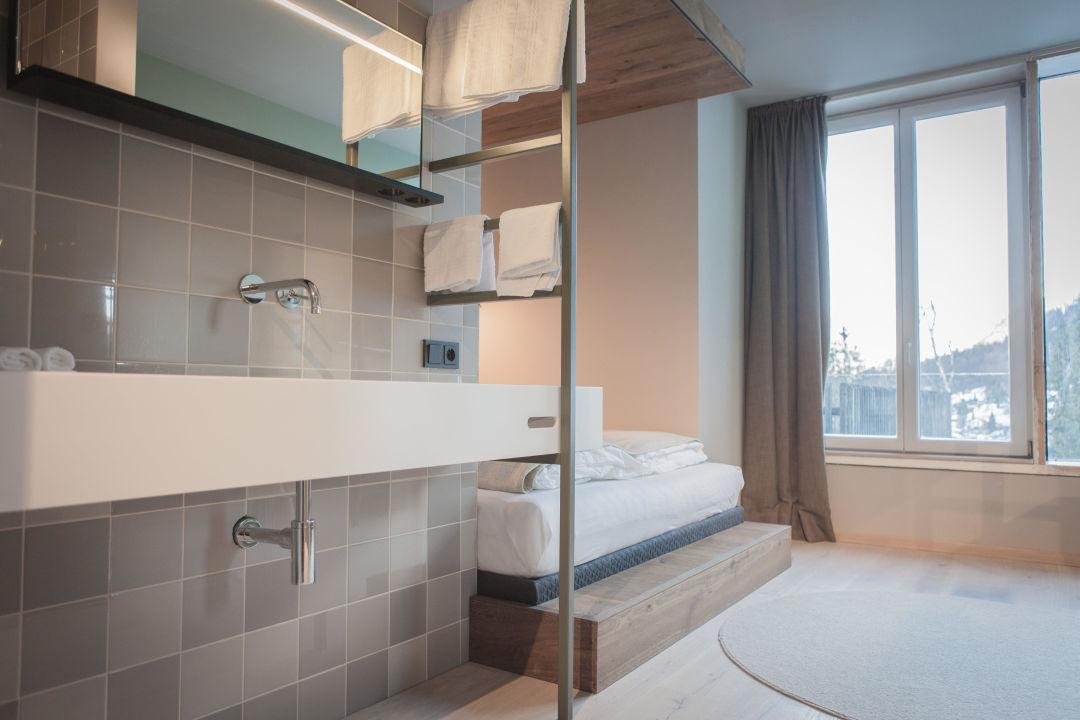 Bild das sportliche designhotel in den alpen zu hotel for Designhotel walliserhof