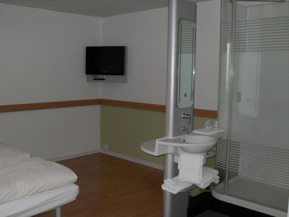 waschbecken und dusche im zimmer ibis budget hotel bonn sd knigswinter - Hotel Amsterdam Dusche Im Zimmer