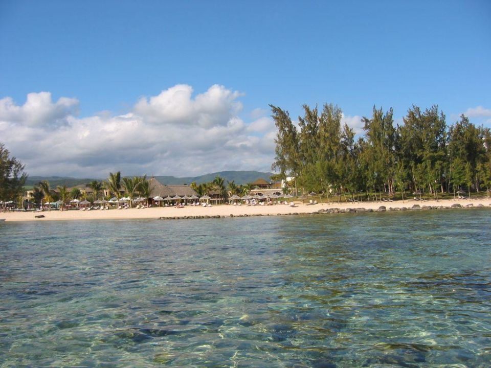 Hotelsicht vom Wasser Outrigger Mauritius Beach Resort