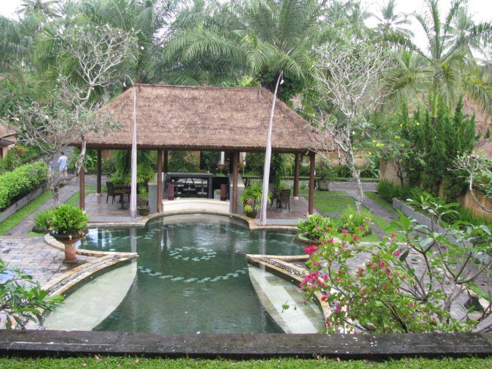 Pool und Poolbar Furama Villas & Spa Ubud