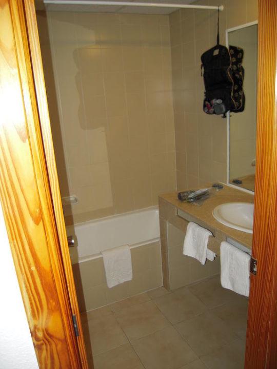 Badezimmer mit Föhn Hotel Tora