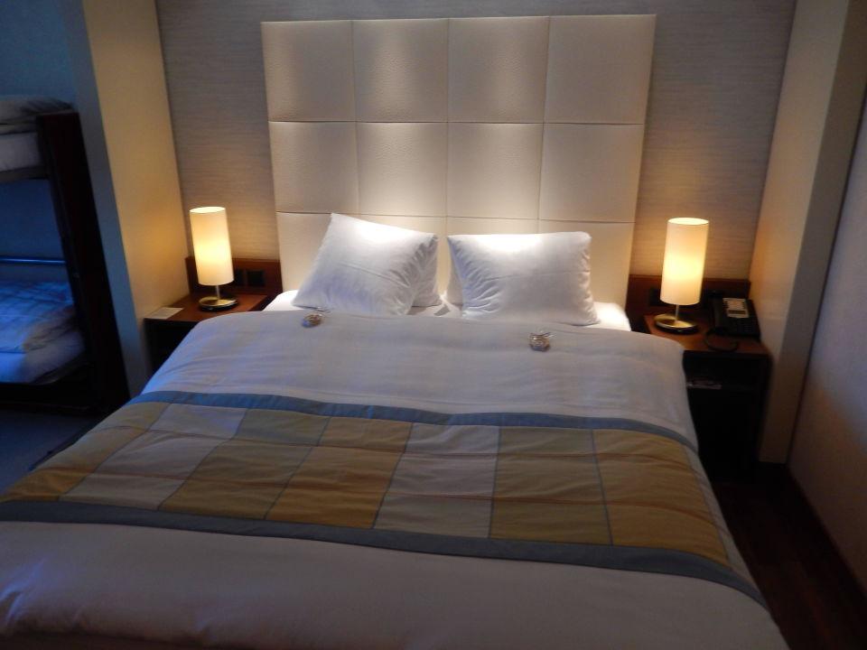 bild le hall d 39 entr e avec fauteuils zu hotel s ntispark in abtwil sg. Black Bedroom Furniture Sets. Home Design Ideas