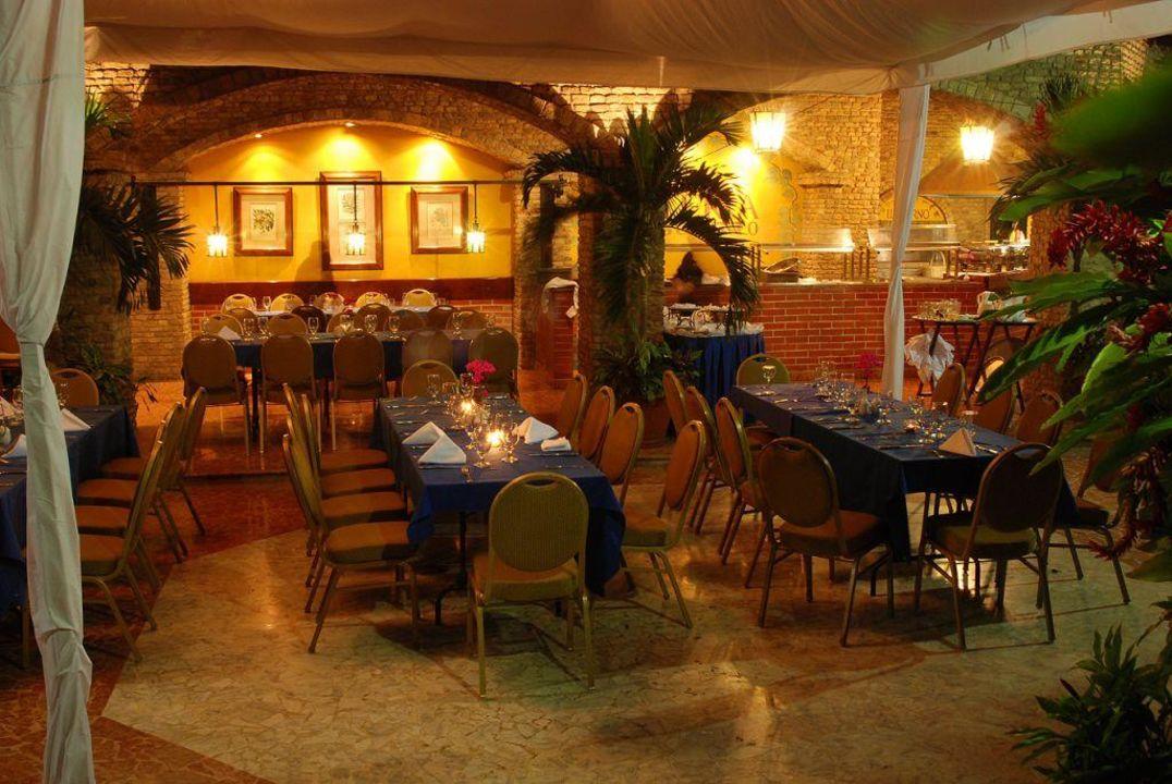 Restauracja na zewnatrz Gran Melia Caracas