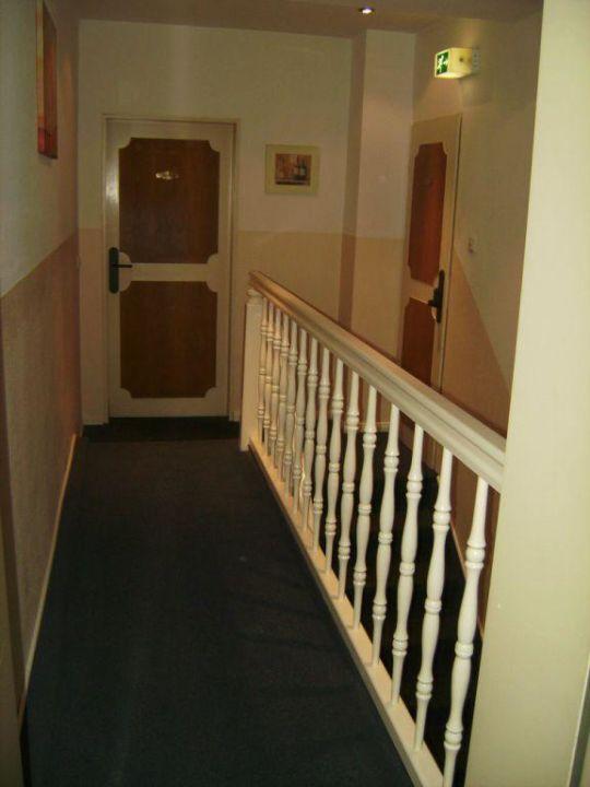 Blick Zimmer Zur Treppe Geradezu Tur Zu Ubrigen Zimmer