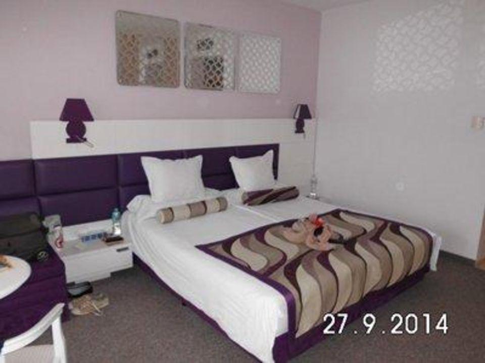 bett mit extra sofa und tisch hotel grifid arabella. Black Bedroom Furniture Sets. Home Design Ideas