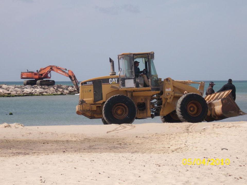 Baustelle am Strand,Wellenbrecher Royal Lido Resort & Spa