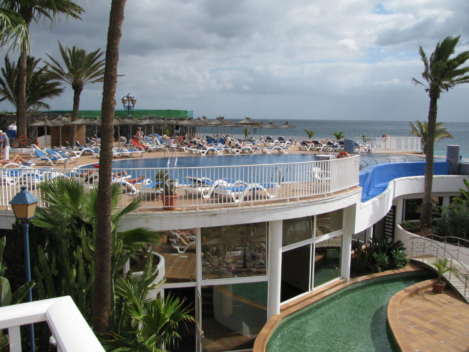 sicht an obere pool von der terrasse vik hotel san antonio puerto del carmen holidaycheck. Black Bedroom Furniture Sets. Home Design Ideas