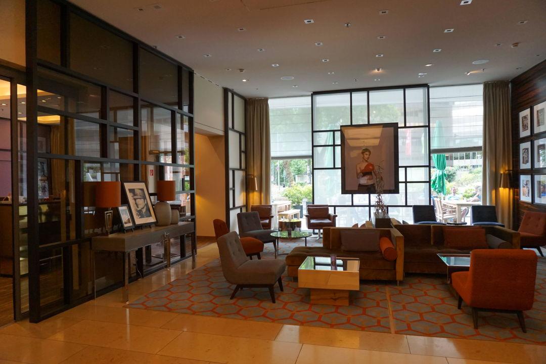 bild helles modernes zimmer zu ameron hotel regent in k ln. Black Bedroom Furniture Sets. Home Design Ideas