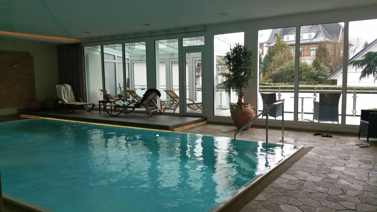 Schwimmbad mit wintergarten hotel noltmann peters bad for Schwimmbad bad rothenfelde