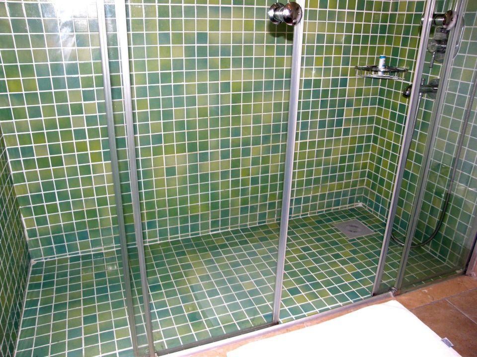 Ebenerdige Dusche von Wand zu Wand\