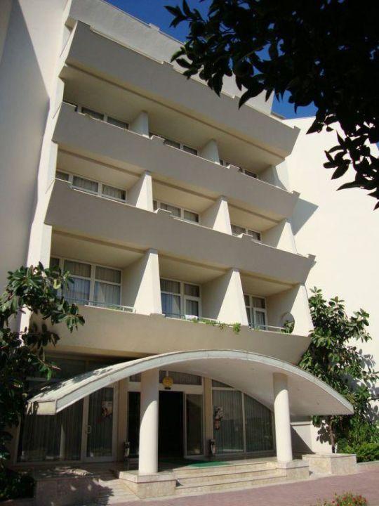 Eingang Hotel Nerton