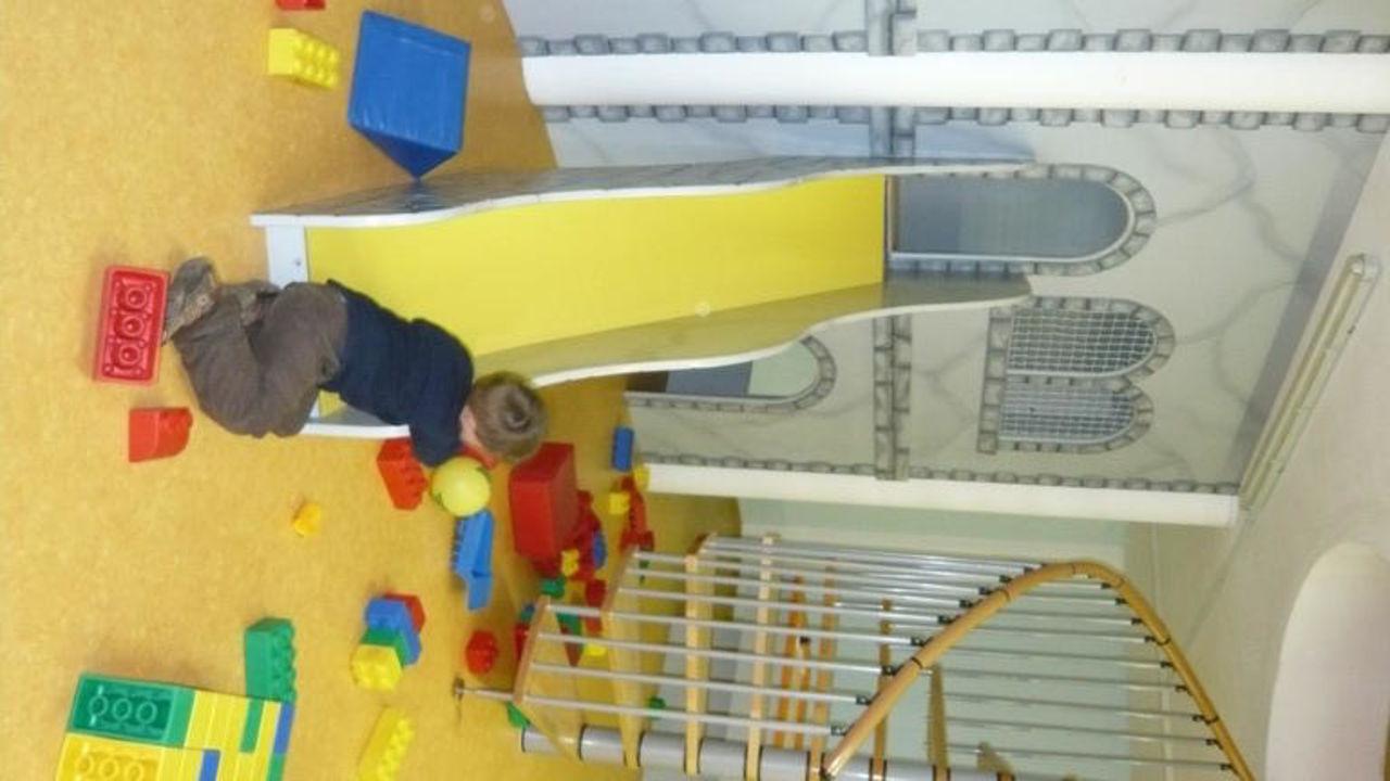 Burg im Kinderspielzimmer Hotel Alpin