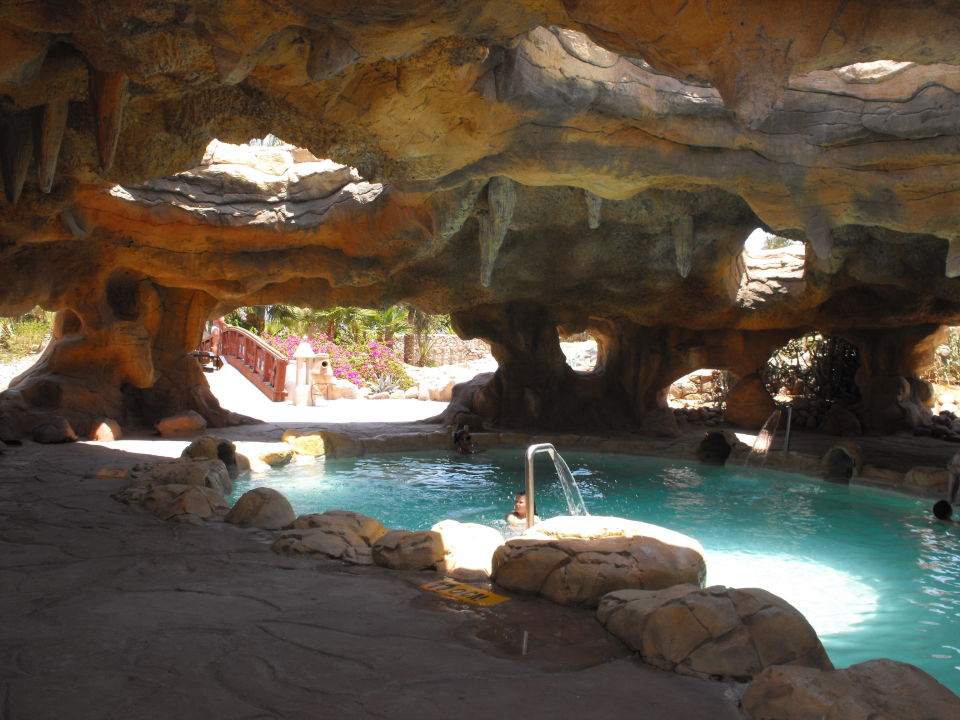 Indoor pool grotte  Pool in Grotte mit Whirlbereich