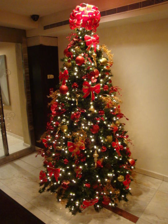 weihnachtsbaum in der lobby doubletree hotel by hilton. Black Bedroom Furniture Sets. Home Design Ideas