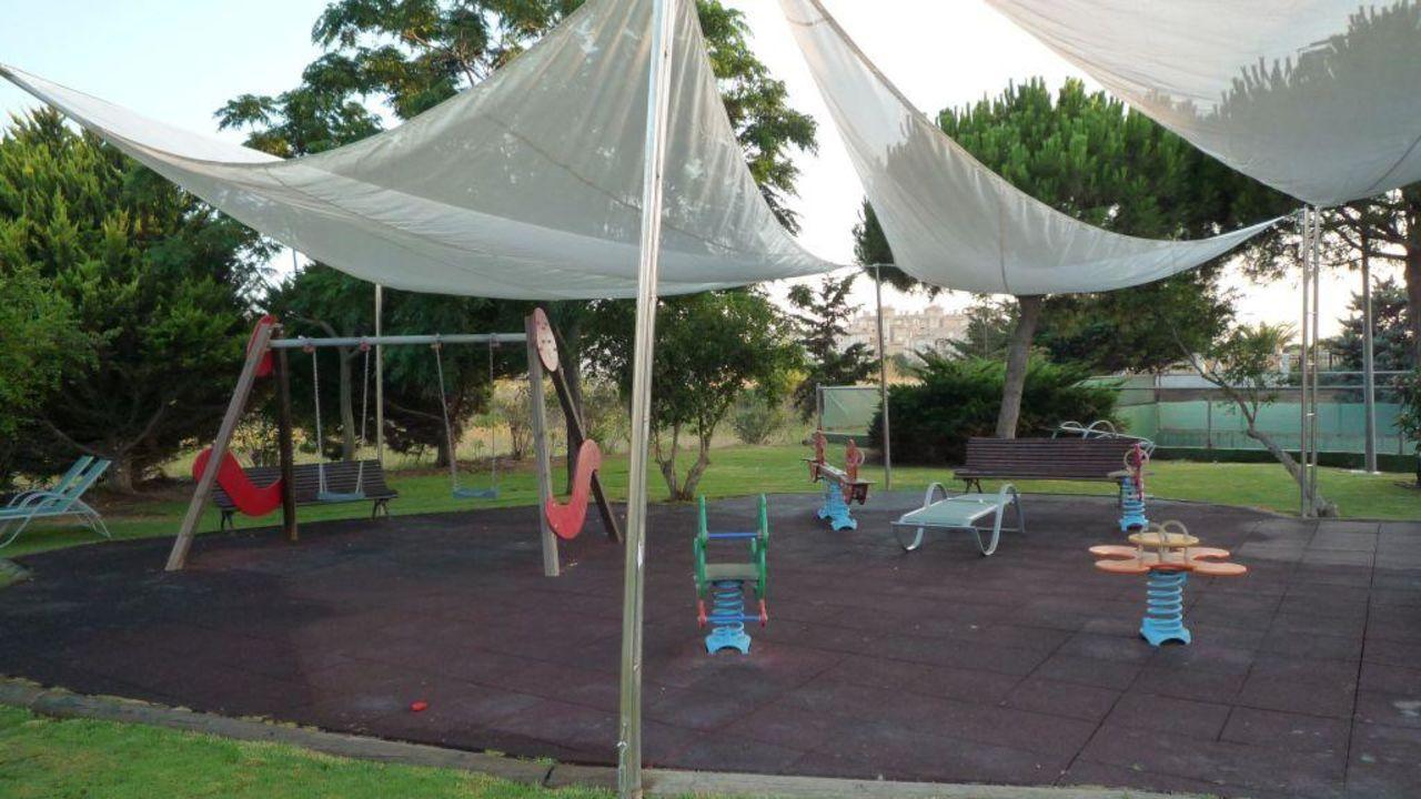 Spielplatz Mit Sonnenschutz Direkt Am Kinderpool Hipotels Hipocampo