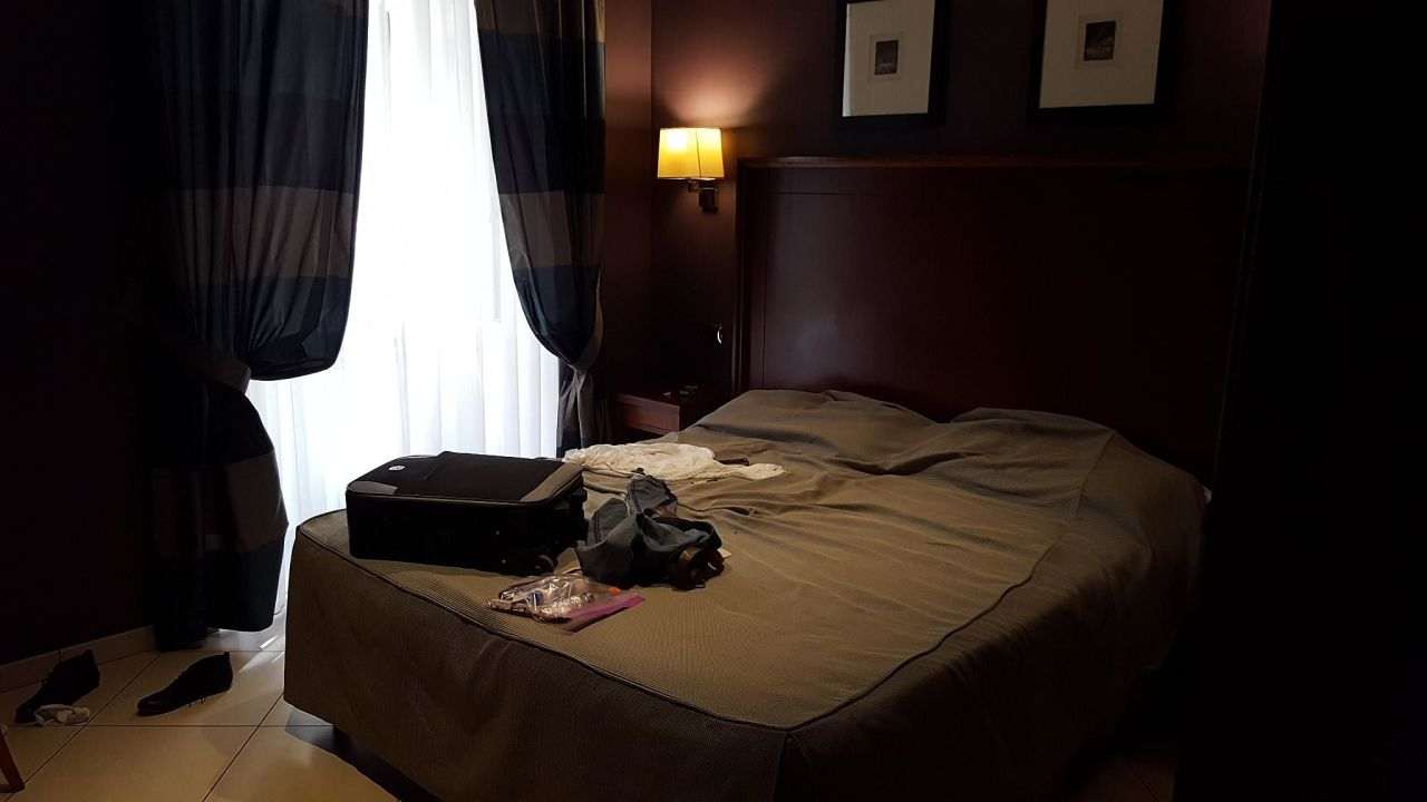 Sauber, etwas dunkel, bequemes bett Hotel Taormina