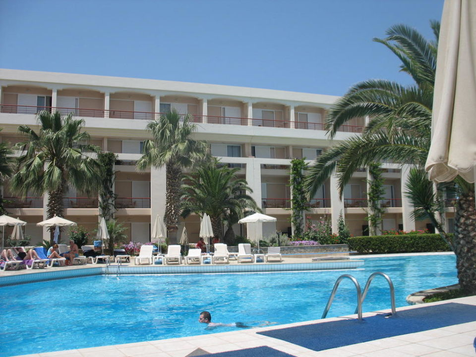 Bild piscine et chambres zu hotel rethymnon palace in for Chambre piscine