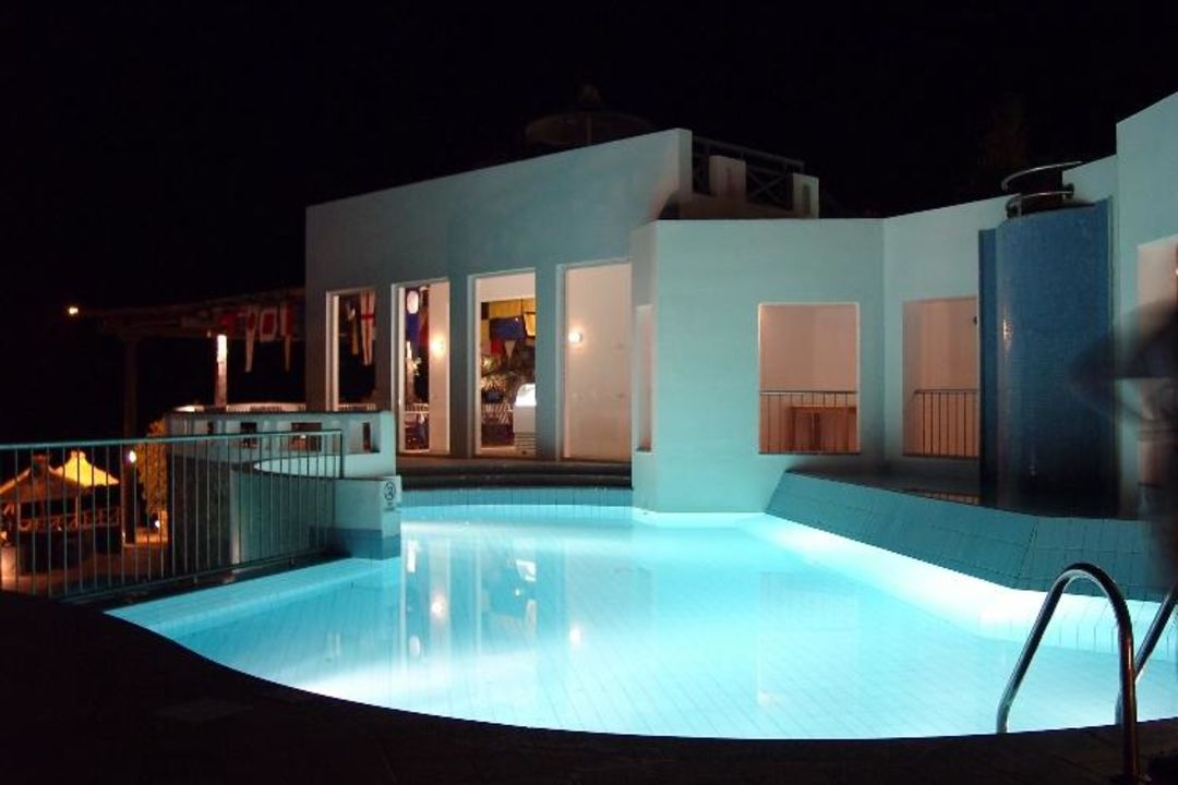Kreta - Elounda Village - Pool am Abend TUI SENSIMAR Elounda Village Resort & SPA by AQUILA - Adults only