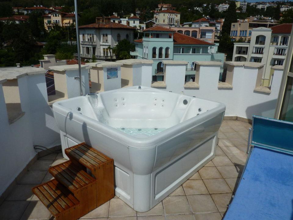 Unser whirlpool auf der dachterrasse hotel miramar opatija holidaycheck kvarner bucht - Whirlpool dachterrasse ...