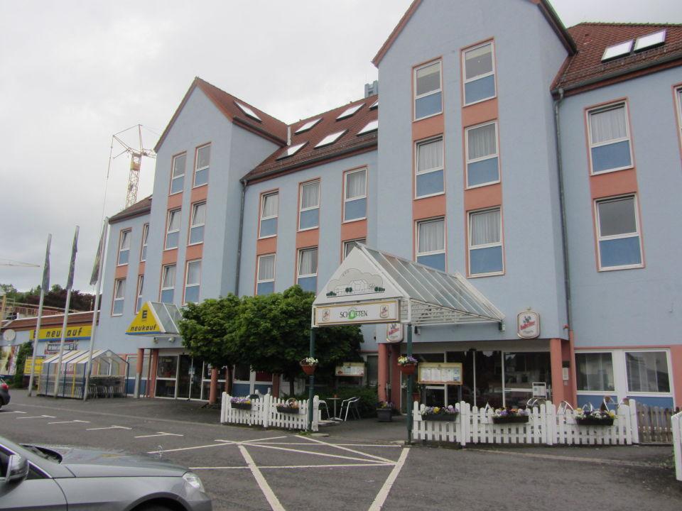hoteleingang neben edeka markt parkhotel schotten schotten holidaycheck hessen deutschland. Black Bedroom Furniture Sets. Home Design Ideas