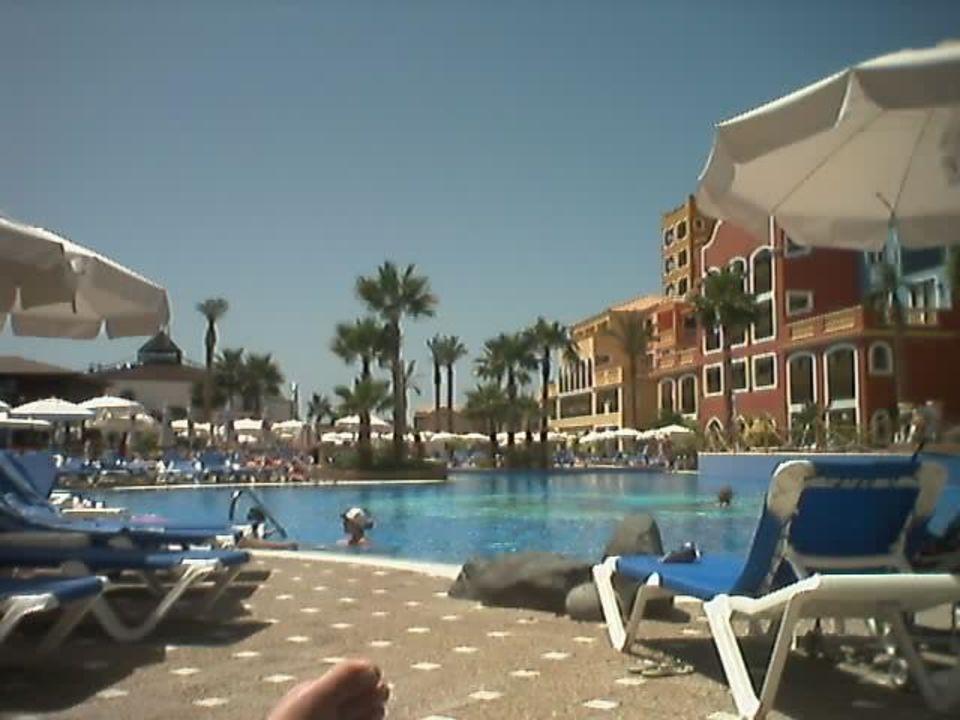 Poollandschaft mit Hotel Sunlight Bahia Principe Tenerife