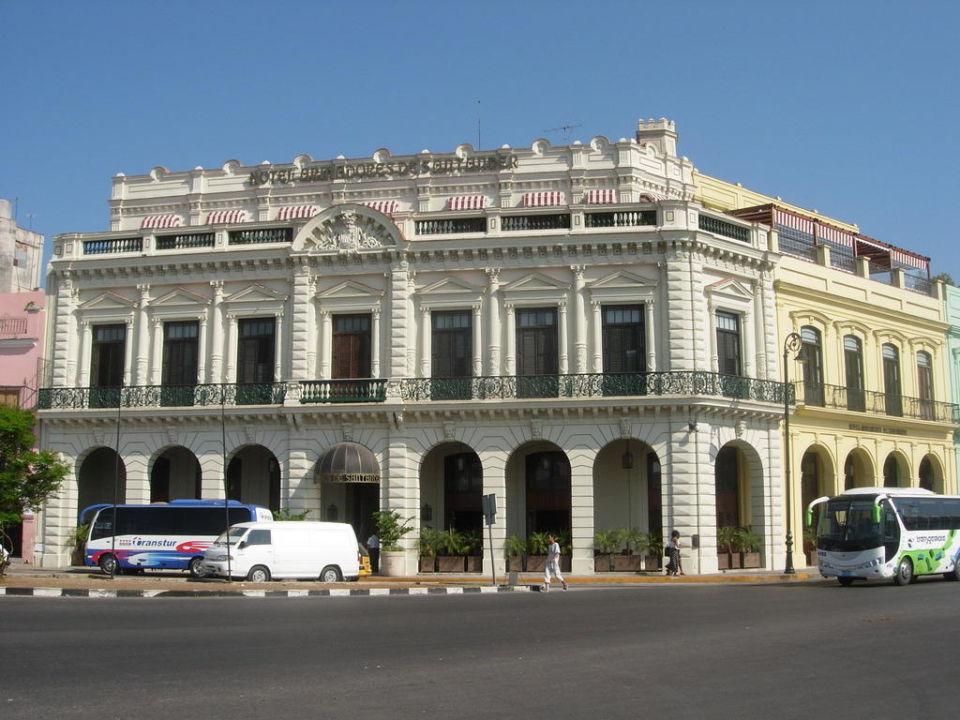 Hotel von der Straße aus Hotel Armadores de Santander
