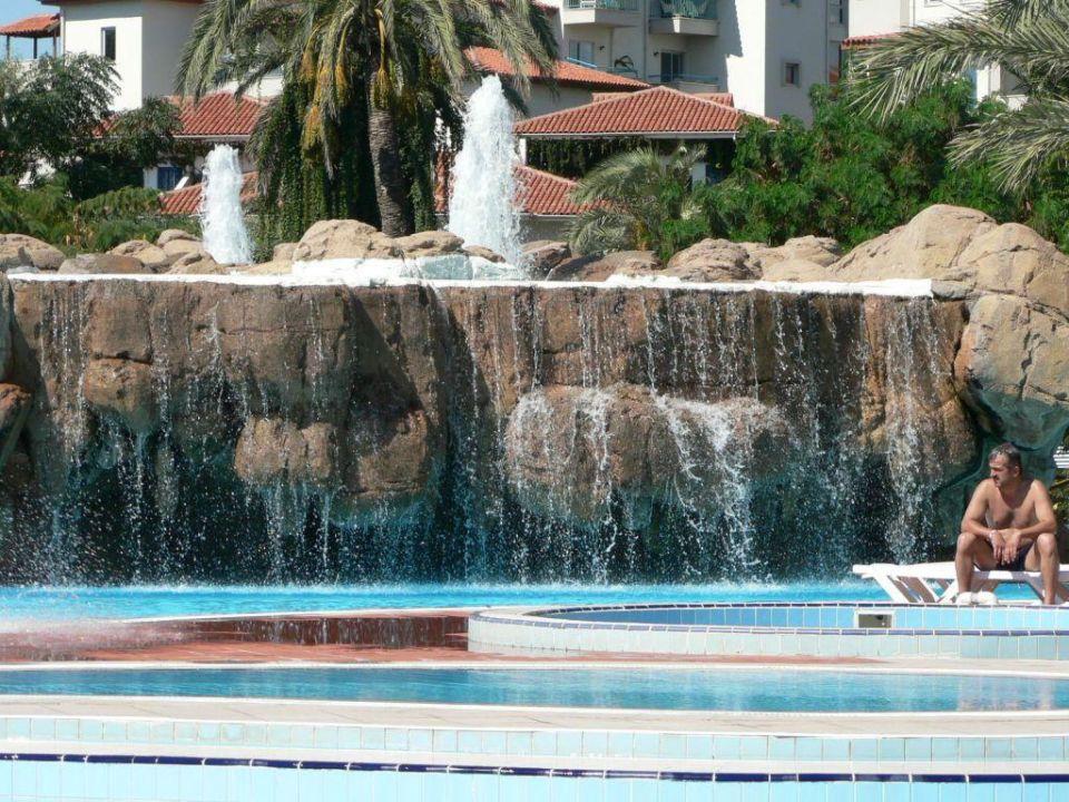 Springbrunnen auf Felsen Belconti Resort Hotel