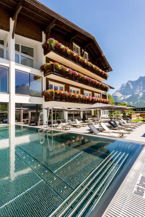 Pool Hotel Edelweiss