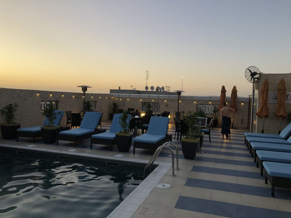 Pool Cosmopolitan Hotel Dubai