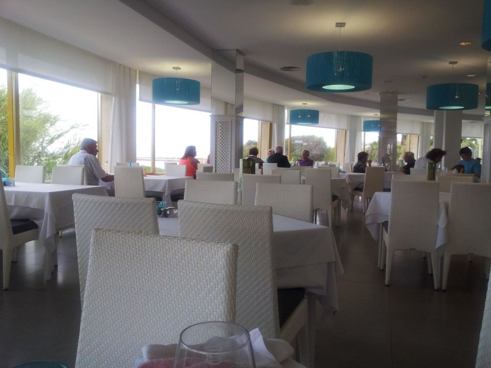 Renoviertes Restaurant Playa Esperanza Suites