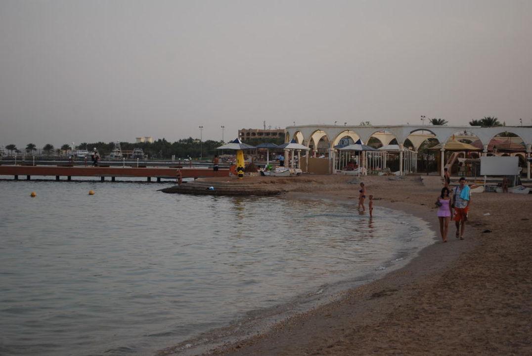 Plażą z niewielką rafą Hotel Hor Palace