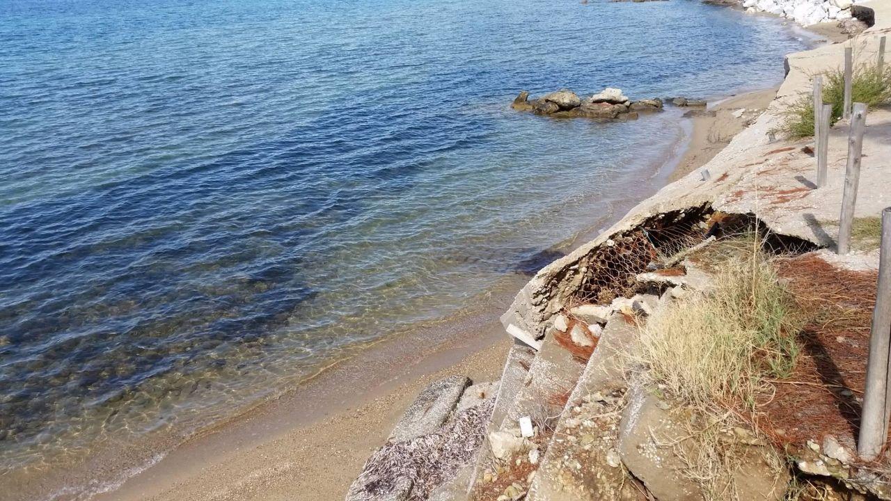 So schaut die Küste 200 m neben dem Hotel aus Hotel Blue Dolphin