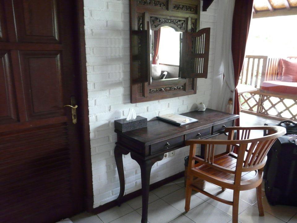 Schreibtisch mit Spiegel Hotel Tauch Terminal Resort Tulamben
