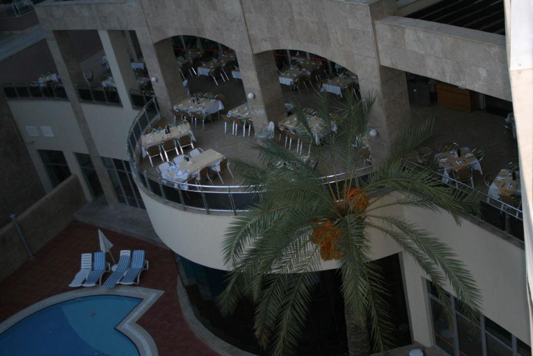Aussenansicht mit Essbereich Kirman Leodikya Resort